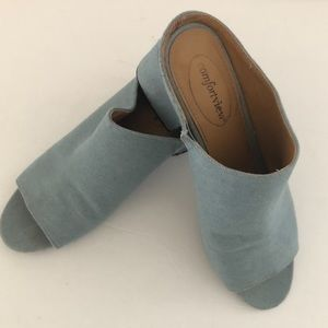Comfortview blue chambray slip on heels 9-1/2 wide